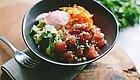 这碗装了全世界的新式盖浇饭火了!美洲海鲜,亚洲海苔,配上糯糯的米饭。。