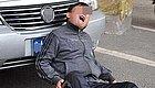 注意:有人在西安街头如此碰瓷,看看这位老司机的机智反映!