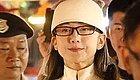 61岁杨丽萍满脸皱纹,还在扮嫩,打扮的像个妖精!