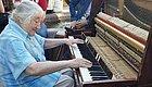 老奶奶弹破钢琴惊艳四座,如果街头有艺术,处处都是惊喜!