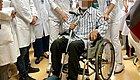 四弟行动迟缓、二哥只能坐轮椅,三哥要拄拐杖  一家三兄弟患上帕金森病,帕金森病会遗传吗?