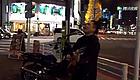 他在日本街头唱了首《海阔天空》,让无数中国人泪流满面...漂泊在澳洲,你也曾思念过家乡吗?